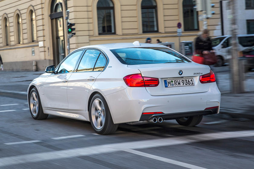 2016-2018 BMW 3 Series Plug-in Hybrid Rear Side in Motion