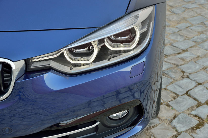 2017 BMW 3 Series 340i Sedan Headlamp Detail