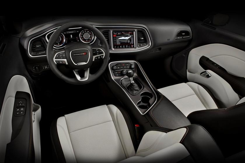 2014-2019 Dodge Challenger SXT / GT Dashboard Layout