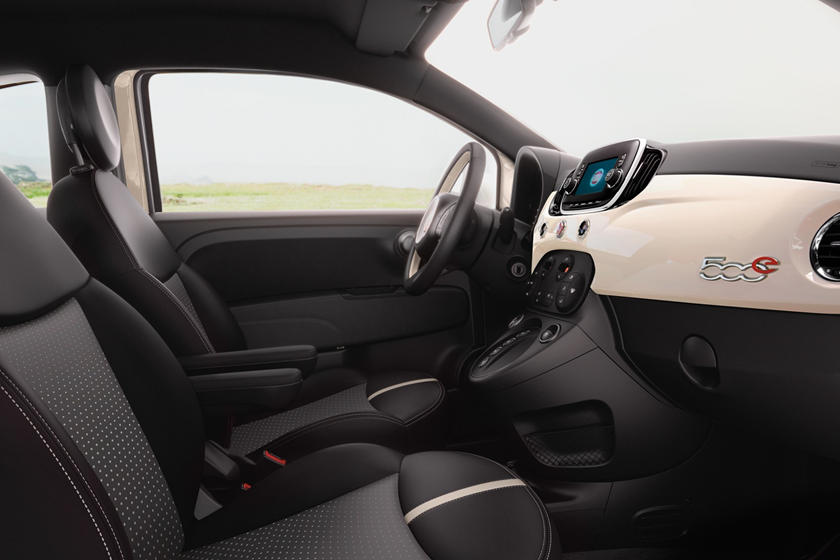 2017 FIAT 500e Battery Electric 2dr Hatchback Interior