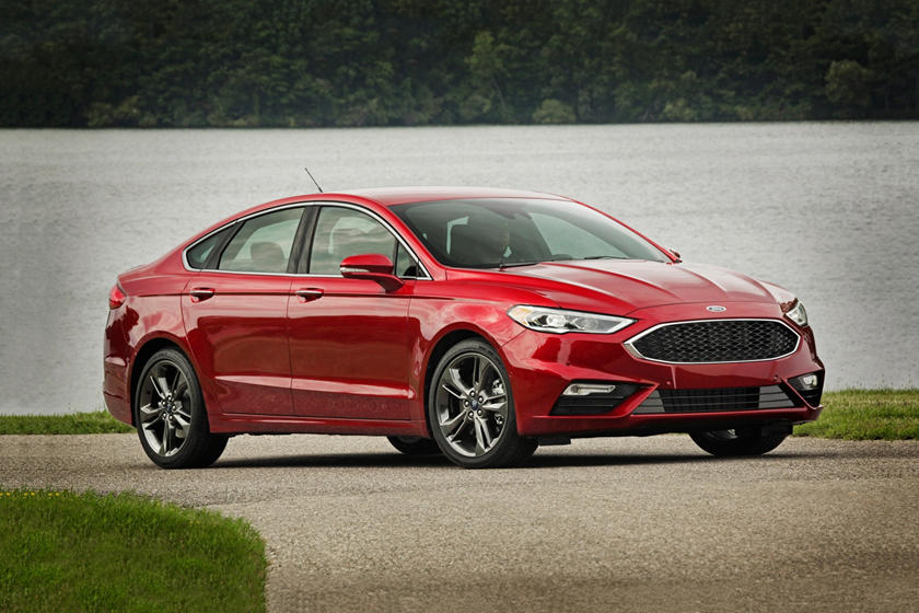 2017-2018 Ford  Fusion Sedan Front Three-Quarter Right Side View