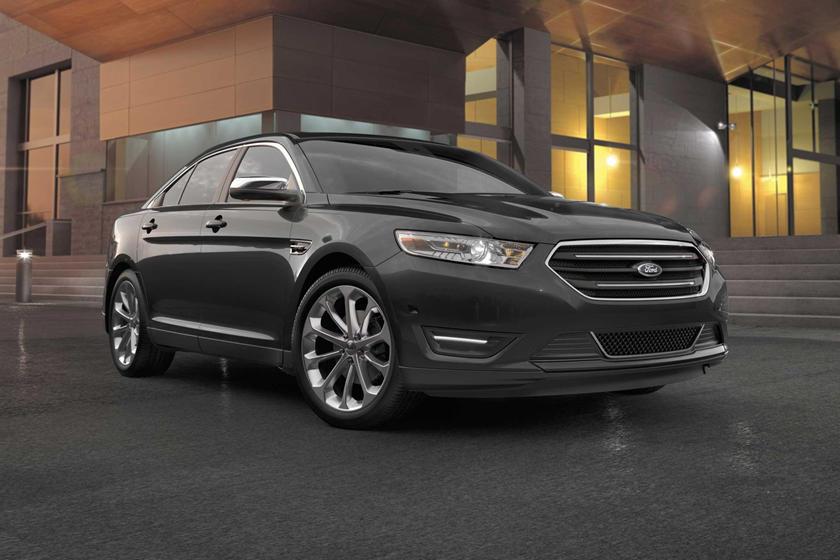 2014-2019 Ford Taurus Sedan Front Three-Quarter Right Side View