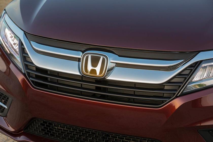 2018 Honda Odyssey Elite Passenger Minivan Front Badge