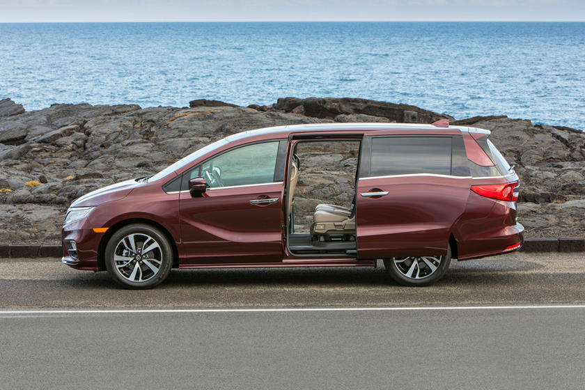 2018 Honda Odyssey Elite Passenger Minivan Profile Shown