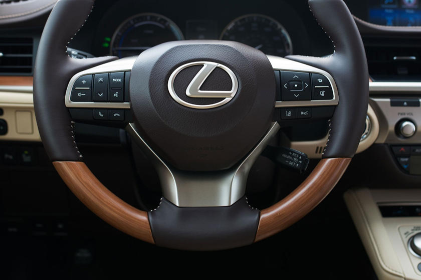 2016 Lexus ES 300h Sedan Steering Wheel Detail