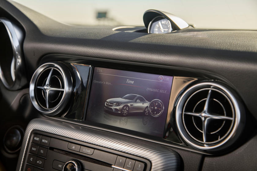 2018 Mercedes-Benz SLC-Class AMG SLC 43 Convertible Center Console