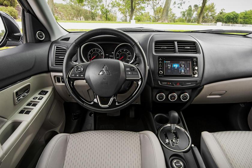2017 Mitsubishi Outlander Sport 2.4 SE 4dr SUV Dashboard