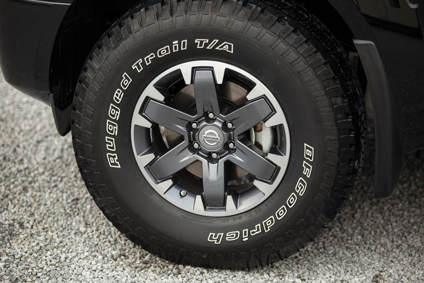 2017 Nissan Frontier PRO-4X Crew Cab Pickup Wheel