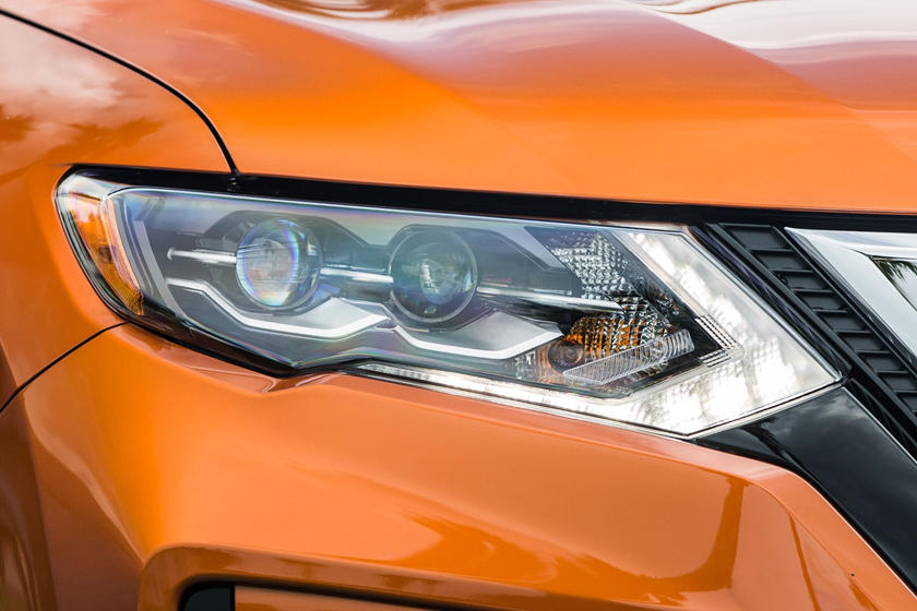 2017 Nissan Rogue SL 4dr SUV Headlamp Detail