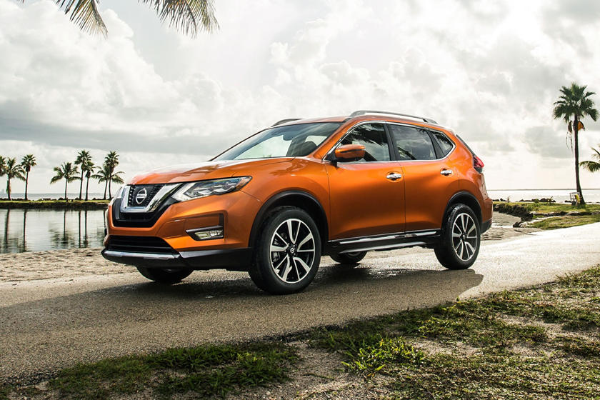 2017 Nissan Rogue SL 4dr SUV Exterior. Platinum Package Shown.