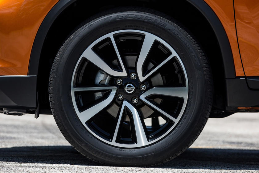 2017 Nissan Rogue SL 4dr SUV Wheel. Platinum Package Shown.