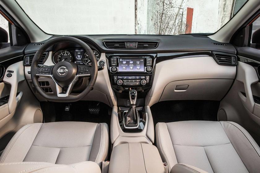 2017 Nissan Rogue Sport SL 4dr SUV Dashboard