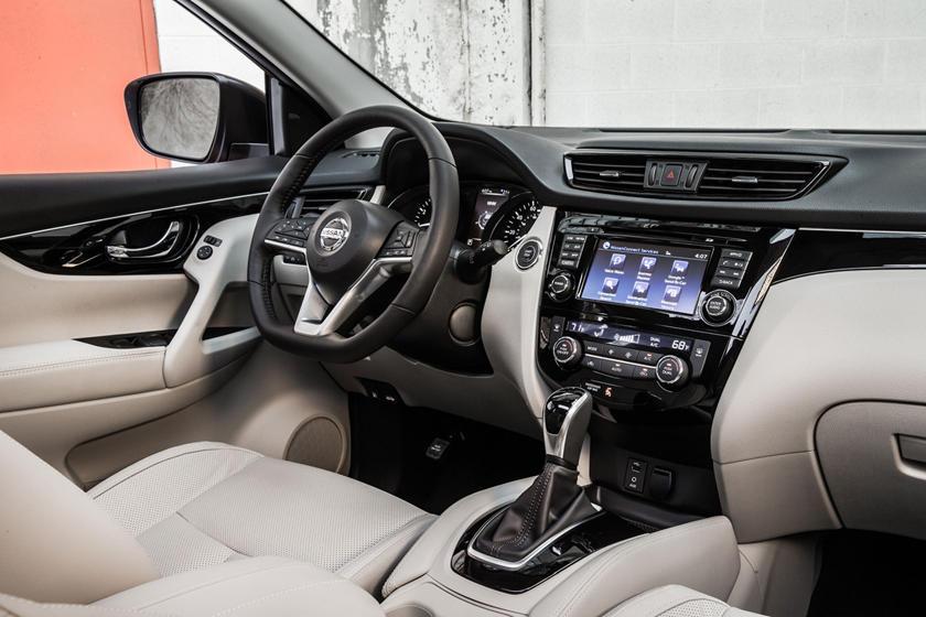 2017 Nissan Rogue Sport SL 4dr SUV Interior