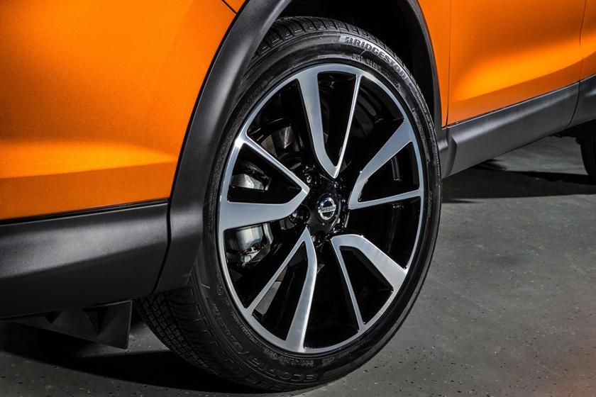 2017 Nissan Rogue Sport SL 4dr SUV Wheel