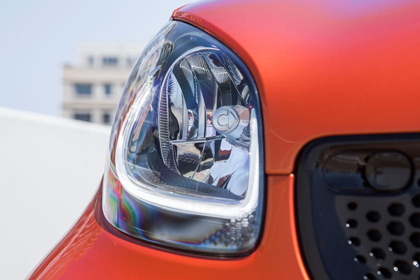 2017 smart fortwo passion Convertible Headlamp Detail