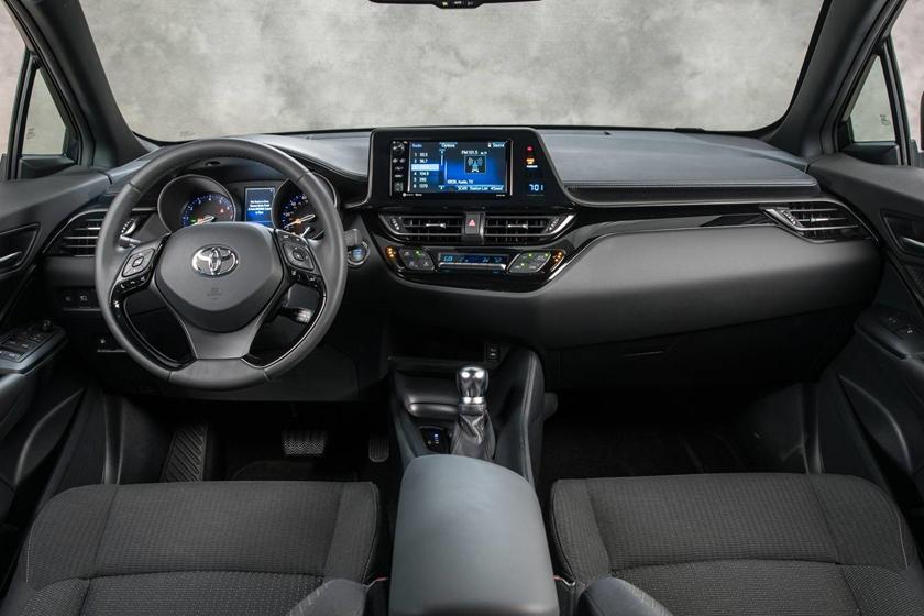 2018 Toyota C-HR XLE Premium 4dr SUV Dashboard