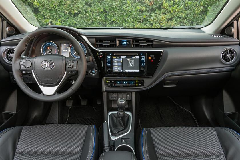 2018 Toyota Corolla XSE Sedan Dashboard