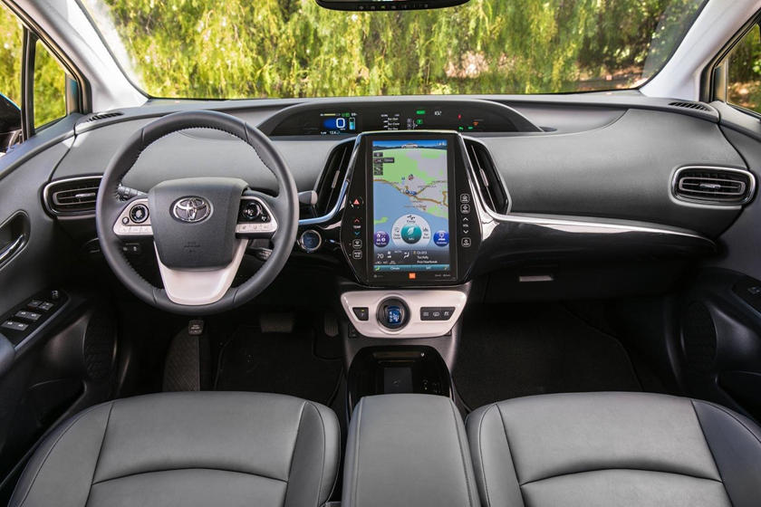 2017 Toyota Prius Prime Advanced 4dr Hatchback Dashboard
