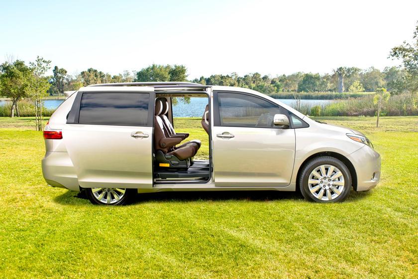2017 Toyota Sienna Limited Premium 7-Passenger Passenger Minivan Exterior Shown