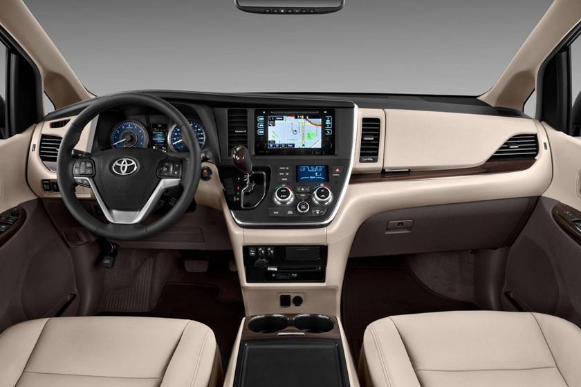 2017 Toyota Sienna XLE Premium 7-Passenger Passenger Minivan Dashboard
