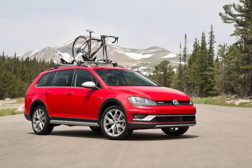 2017 Volkswagen Golf Alltrack TSI SEL Wagon Lifestyle Exterior Shown