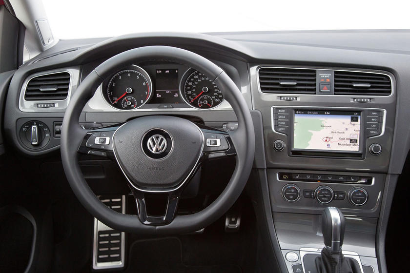 2017 Volkswagen Golf Alltrack TSI SEL Wagon Steering Wheel Detail