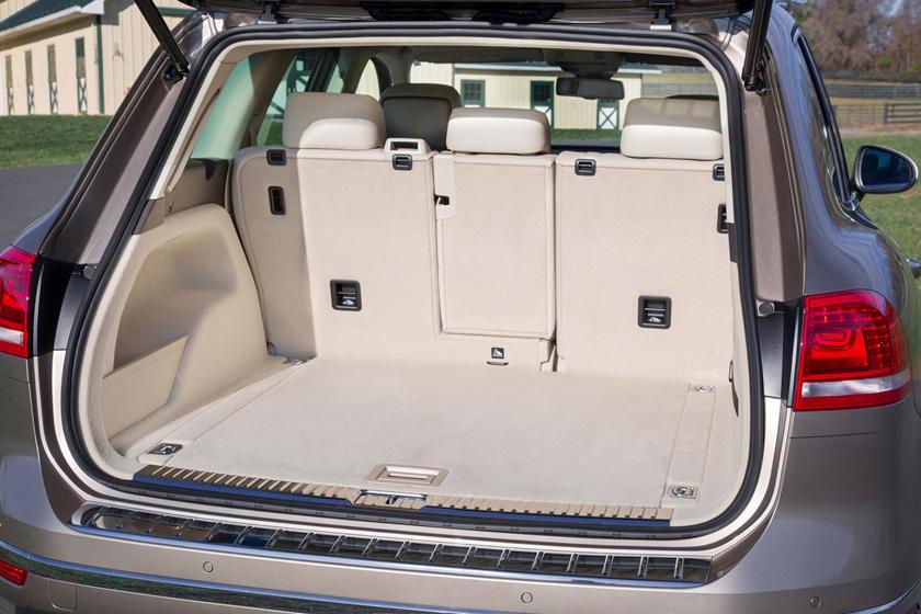2017 Volkswagen Touareg V6 Executive 4dr SUV Cargo Area