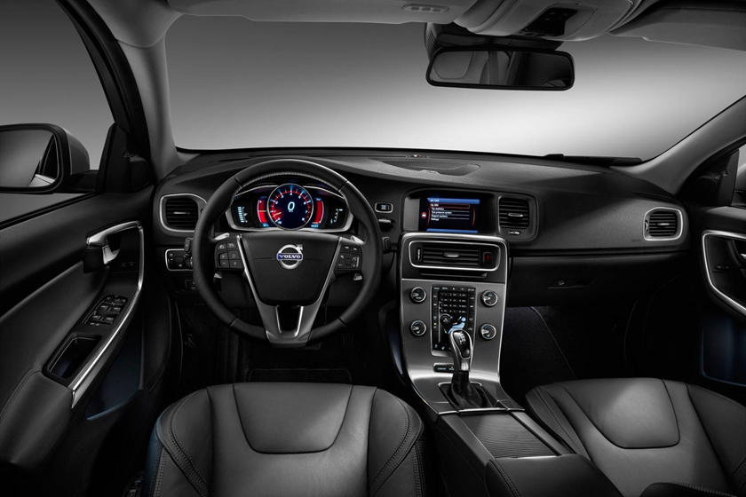 2018 Volvo S60 T5 Dynamic Sedan Dashboard Shown