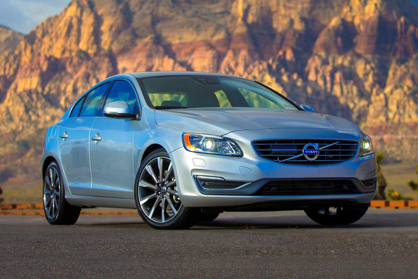 2018 Volvo S60 T5 Inscription Platinum Sedan Exterior. Options Shown.
