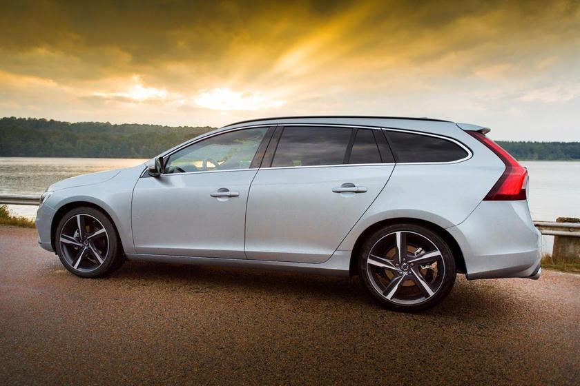 2017 Volvo V60 T6 R-Design Wagon Exterior
