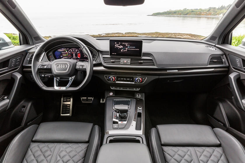 2018 Audi SQ5 Driver and Passenger Front View