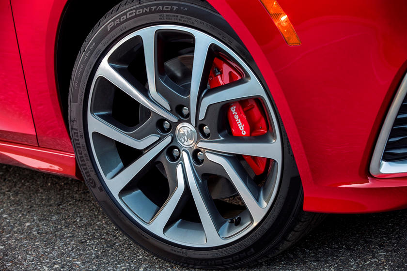2018 Buick Regal GS Sedan Front Right Wheel