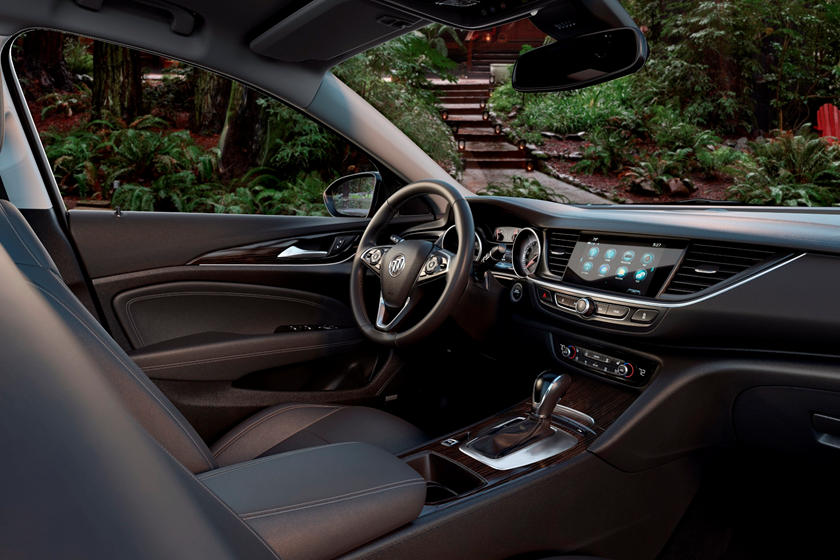 2018 Buick Regal Tourx Review Trims Specs And Price Carbuzz