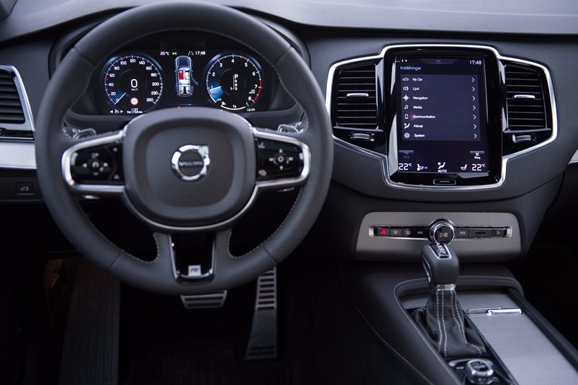 2016-2019 Volvo XC90 Plug-in Hybrid Driver Area View
