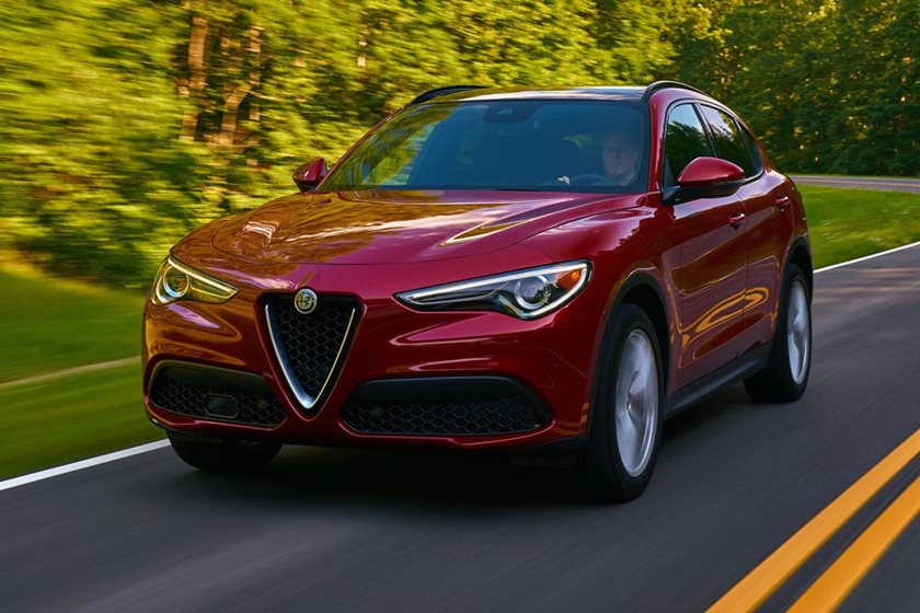 2018-2019 Alfa Romeo Giulia Sedan Front Side in Motion