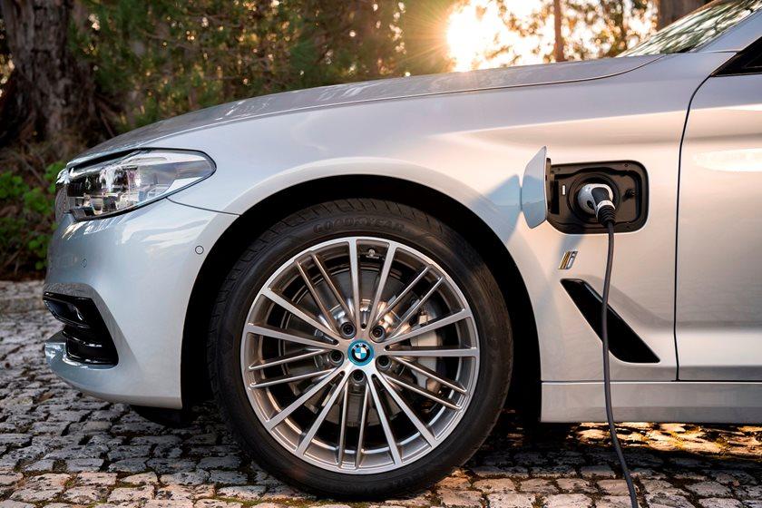 2018-2019 BMW 5 Series Plug-in Hybrid Charging