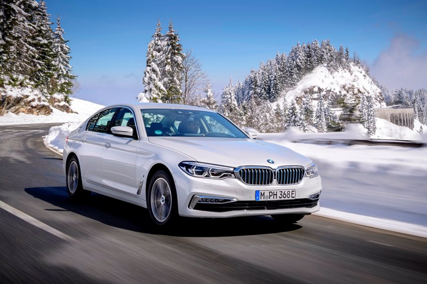 2018-2019 BMW 5 Series Plug-in Hybrid Front Side In Motion