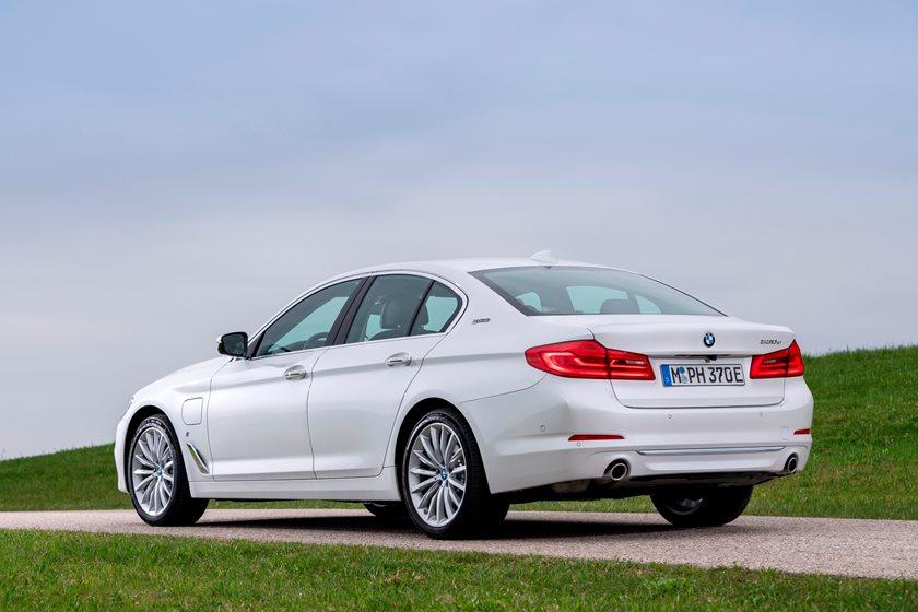2018-2019 BMW 5 Series Plug-in Hybrid Rear Three-Quarter Left Side View
