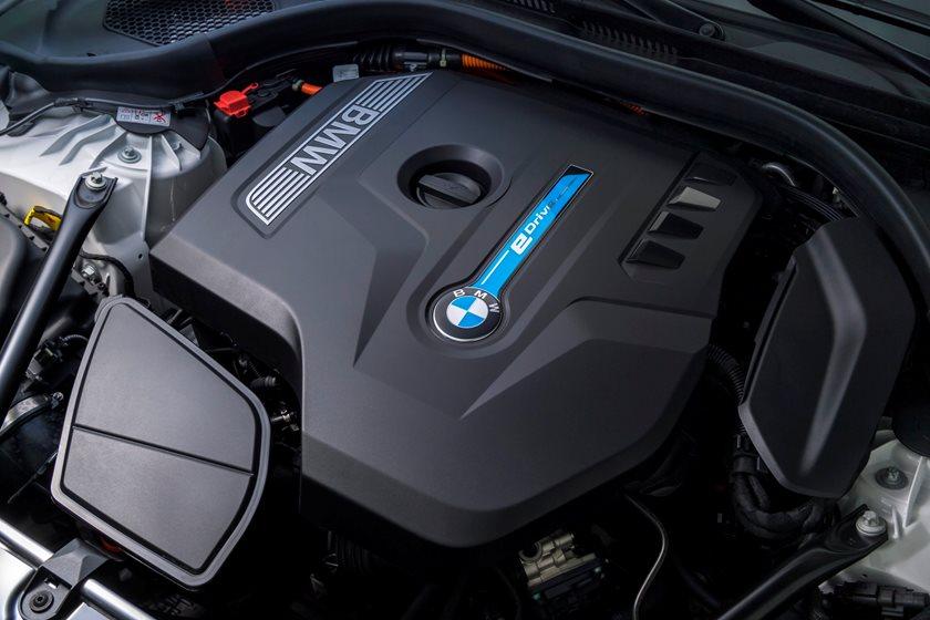 2018-2019 BMW 5 Series Plug-in Hybrid Engine Bay