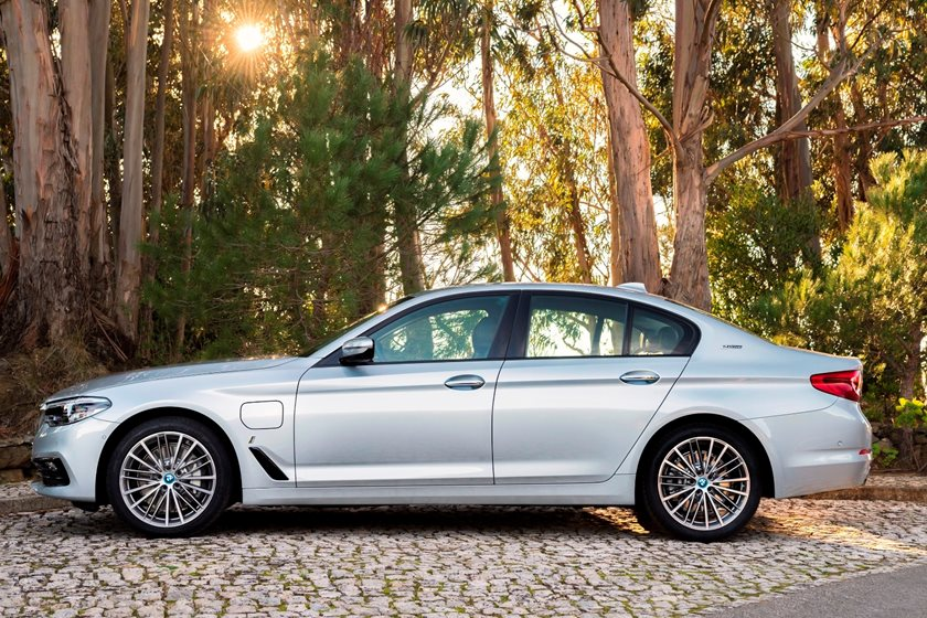 2018-2019 BMW 5 Series Plug-in Hybrid Left Side View