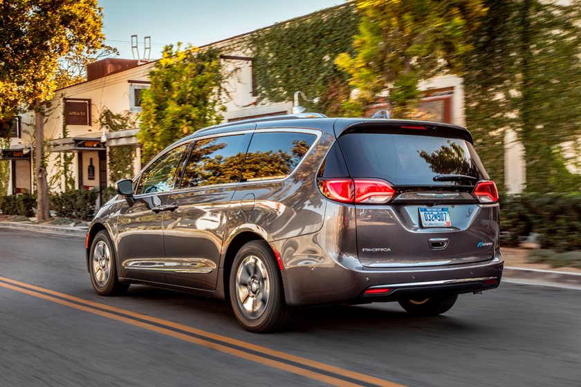 2017-2019 Chrysler Pacifica Hybrid Rear Angle in Motion
