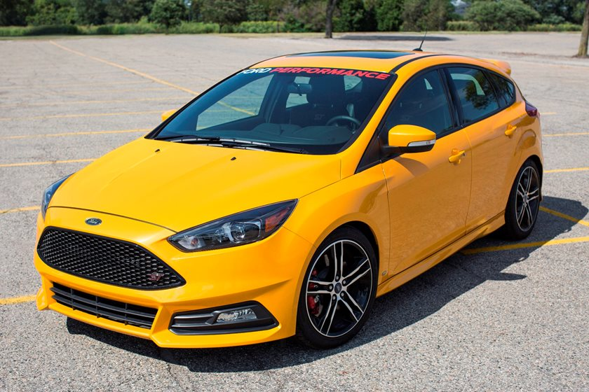 2015-2018 Ford Focus ST Front Three-Quarter Left Side View