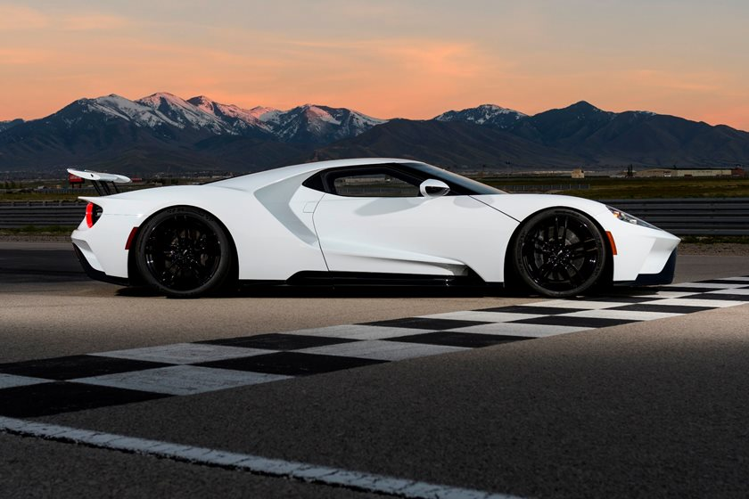 Ford Gt Supercar Was Developed In Unison With The Le Mans Racer Featuring A Carbon Fiber Chassis Incredible Active Aero And An All New Turbocharged