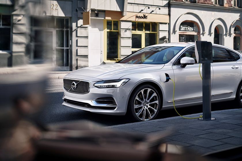 2018 Volvo  S90 Plug-in Hybrid Electric Charging