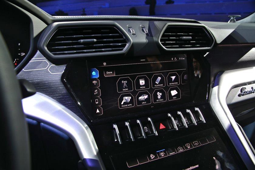 2019 Lamborghini Urus Review Trims Specs And Price Carbuzz