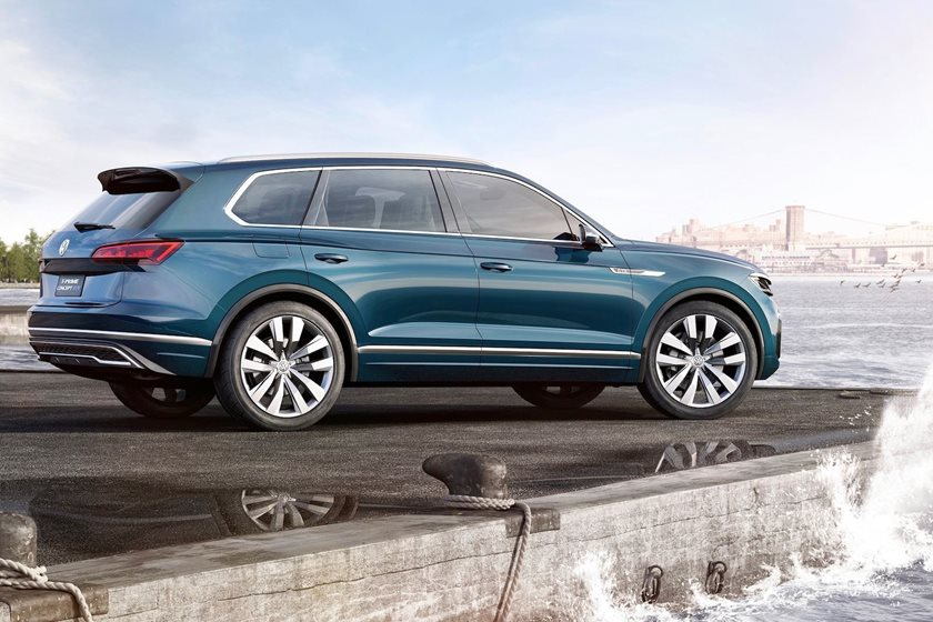 2019 volkswagen touareg teased ahead of debut carbuzz. Black Bedroom Furniture Sets. Home Design Ideas