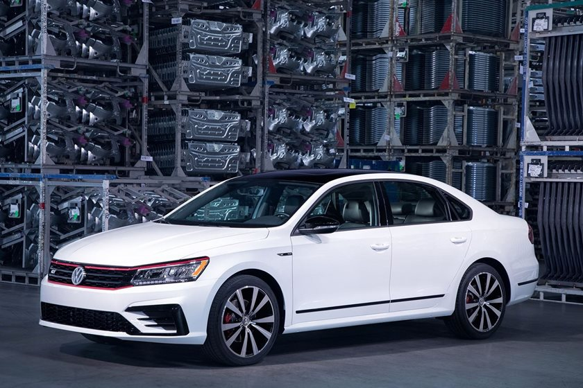 Touran Facelift 2019 >> Volkswagen Passat Will Be Redesigned For 2019 - CarBuzz