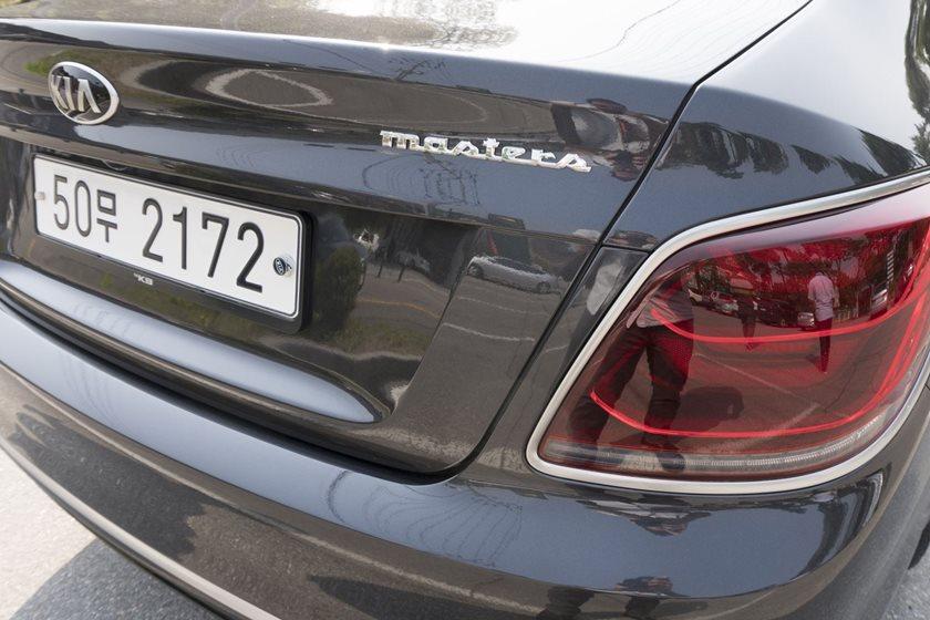 2019 Kia K900 Review Trims Specs And Price Carbuzz