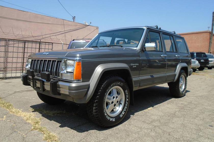 weekly craigslist hidden treasure 1988 jeep cherokee with a manual rh carbuzz com 1990 Jeep Cherokee 1988 Jeep Cherokee Interior
