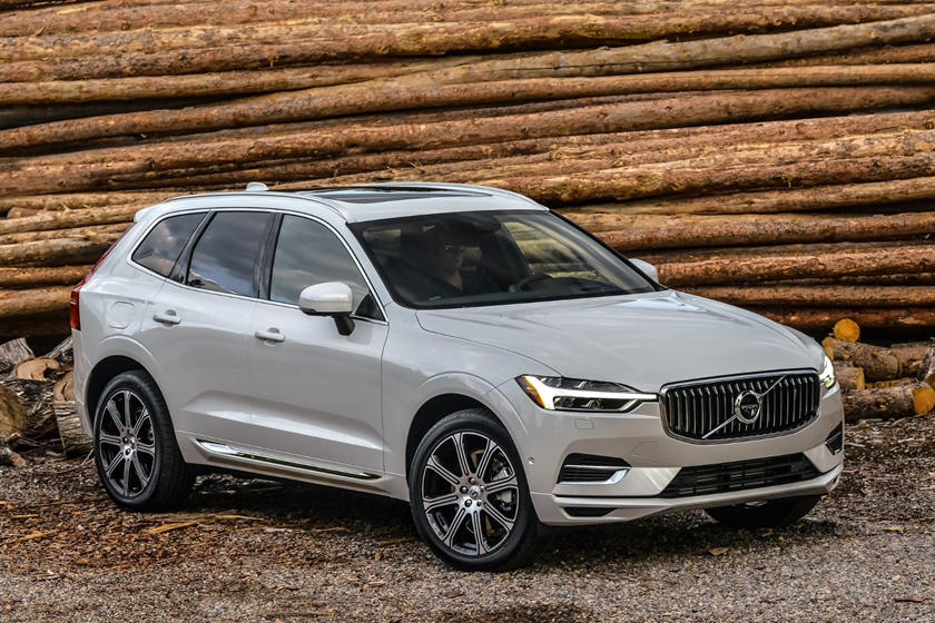 2018-2019 Volvo XC60 Plug-in Hybrid Three Quarter Front Right